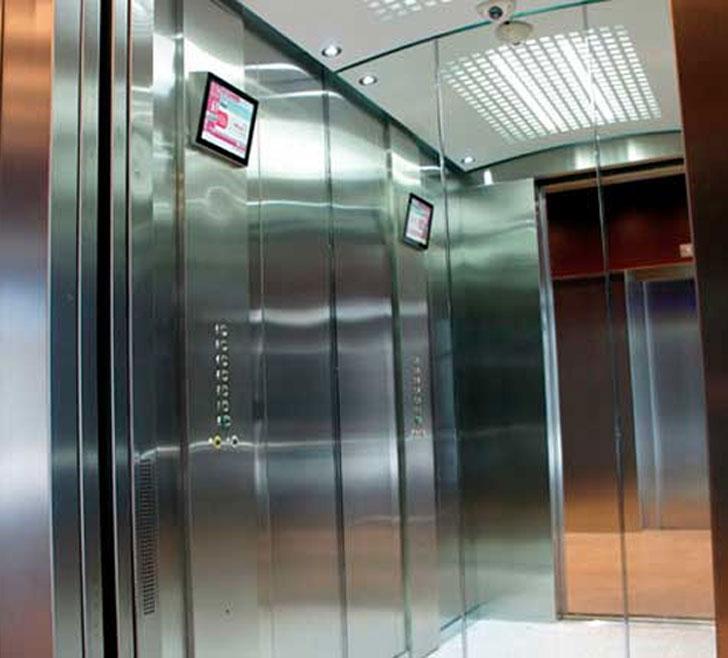 el ascensor almacena también la energía que genera cuando baja cargado o sube vacío, con lo que su autonomía de la red eléctrica es total.